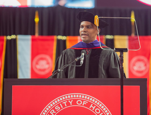 Alumni Association President Victor Wright '98 welcomes new members during commencement for the Class of 2019.